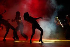 как правильно танцевать в обычном клубе?
